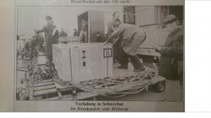Kisten werden vom Flugzeug auf LKW S Verladen